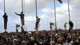 Uutistoimisto AP:n välittämässä kuvassa näkyy mielenosoittajia Bengasin rannikkokaupungissa.