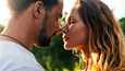 Kesäloma on oivaa aikaa läheisyydelle. Parisuhteissa, joissa kosketusta tapahtuu muuallakin kuin vain seksin yhteydessä, on myös enemmän seksiä.