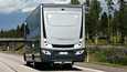 """Linja-autoissa, joilla saa ajaa 100 km/h, pitää olla takana enimmäisnopeudesta kertova merkki, mutta yli 3,5-tonniset """"satasen matkailuautot"""" on vapautettu merkkivaatimuksesta."""