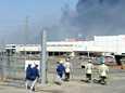 Pelastusmiehistö etsi eloonjääneitä Sonyn varastorakennuksesta Sendaista sunnuntaina.