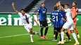 Valkopaitaiset PSG:n pelaajat pääsivät juhlimaan ottelun viime hetkillä. Marquinhos (vas.) ja Kylian Mbappe tuulettavat 1–1-tasoitusmaalia.