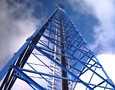 Matkapuhelinoperaattorit eivät ole tinkineet radioverkkojen rakentamissuunnitelmista.