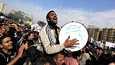 Mielenosoittaja takoi rumpua Tahrir-aukiolla tiistaina.