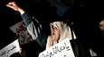 Mielenosoitukset levisivät maanantaina jo pääkaupunki Tripoliin.