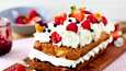 Kakkuun voi käyttää kesän marjoista keitetyt hillot ja loppukesän tuoreet marjat.
