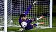 Tom King torjui Brighton Hove & Albionin Neal Maupayn rangaistuspotkun FA-cupin kolmannen kierroksen ottelussa reilu viikko sitten. Tiistaina King oli taas otsikoissa: hän teki maalipotkulla maalin.