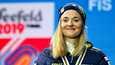 Maastohiihdon olympiavoittaja ja maailmanmestari Stina Nilsson nähdään vastedes ampumahiihdossa.