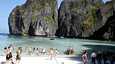 Koh Phi-Phi tarjoaa valkoista hiekkaa ja upeita maisemia.
