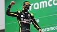 Daniel Ricciardon hymy paistoi kasvomaskin takaa, kun australialainen pääsi pitkästä aikaa nousemaan palkintopallille.