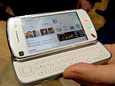 Nokia esitteli N97-puhelinta Mobile World Congress -messuilla.