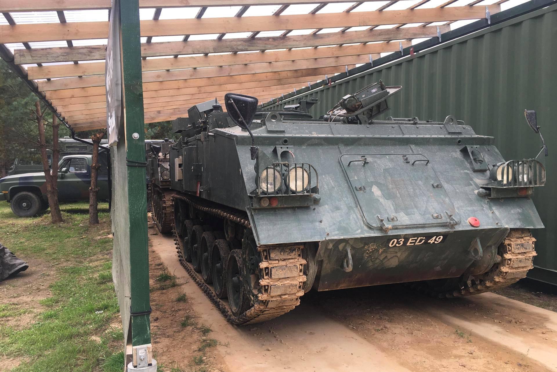 Defence Projectsilla on harjoituskäytössään kaksi brittiläisvalmisteista panssaroitua miehistönkuljetusvaunua.