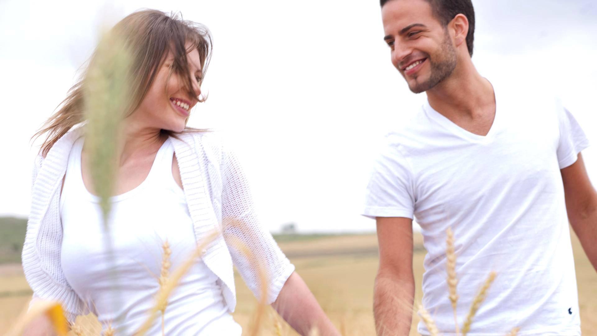 Mikä on ero suhteellinen ja ehdoton dating menetelmiä