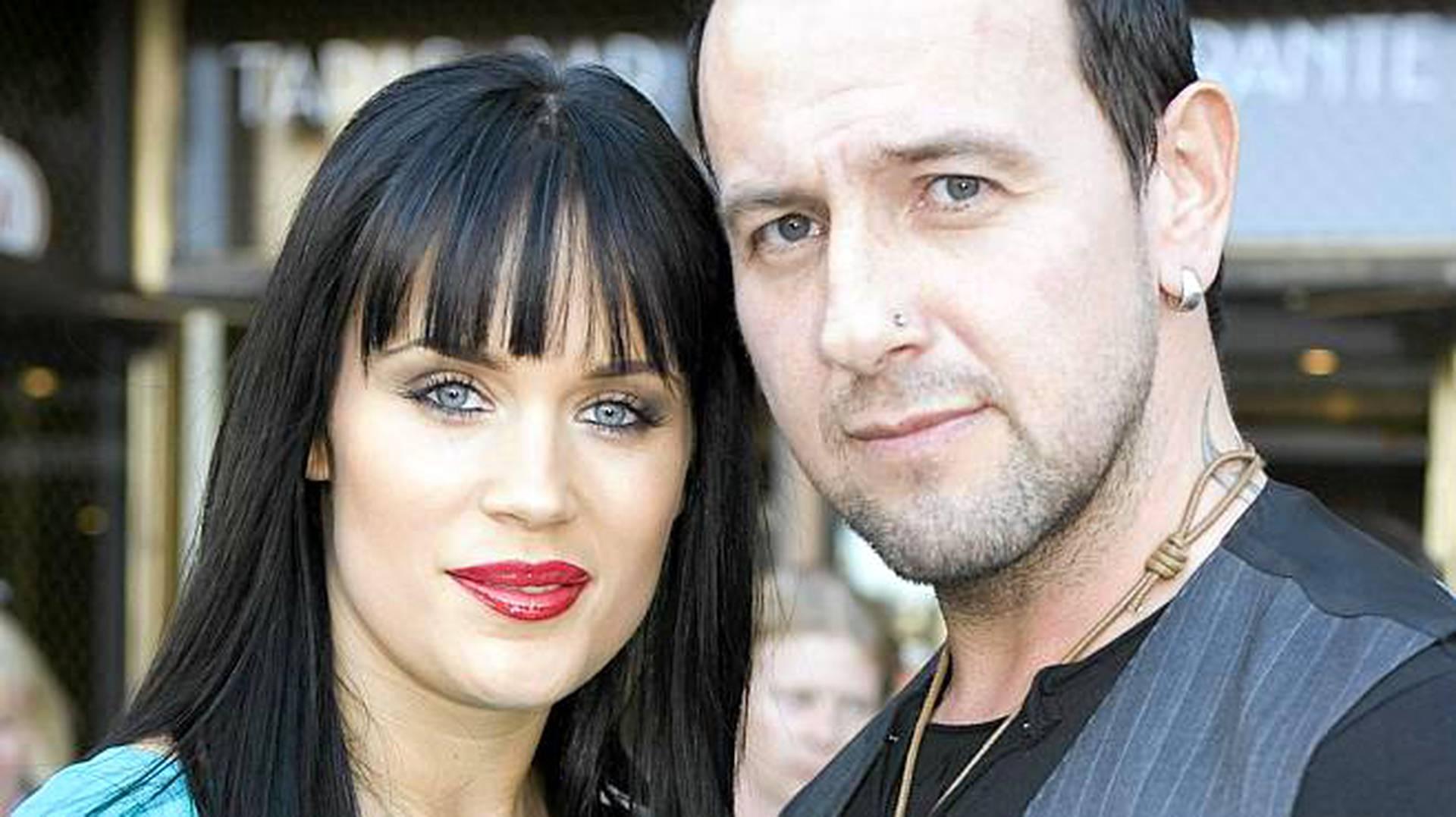 Dating 2 kuukautta avio eron jälkeen