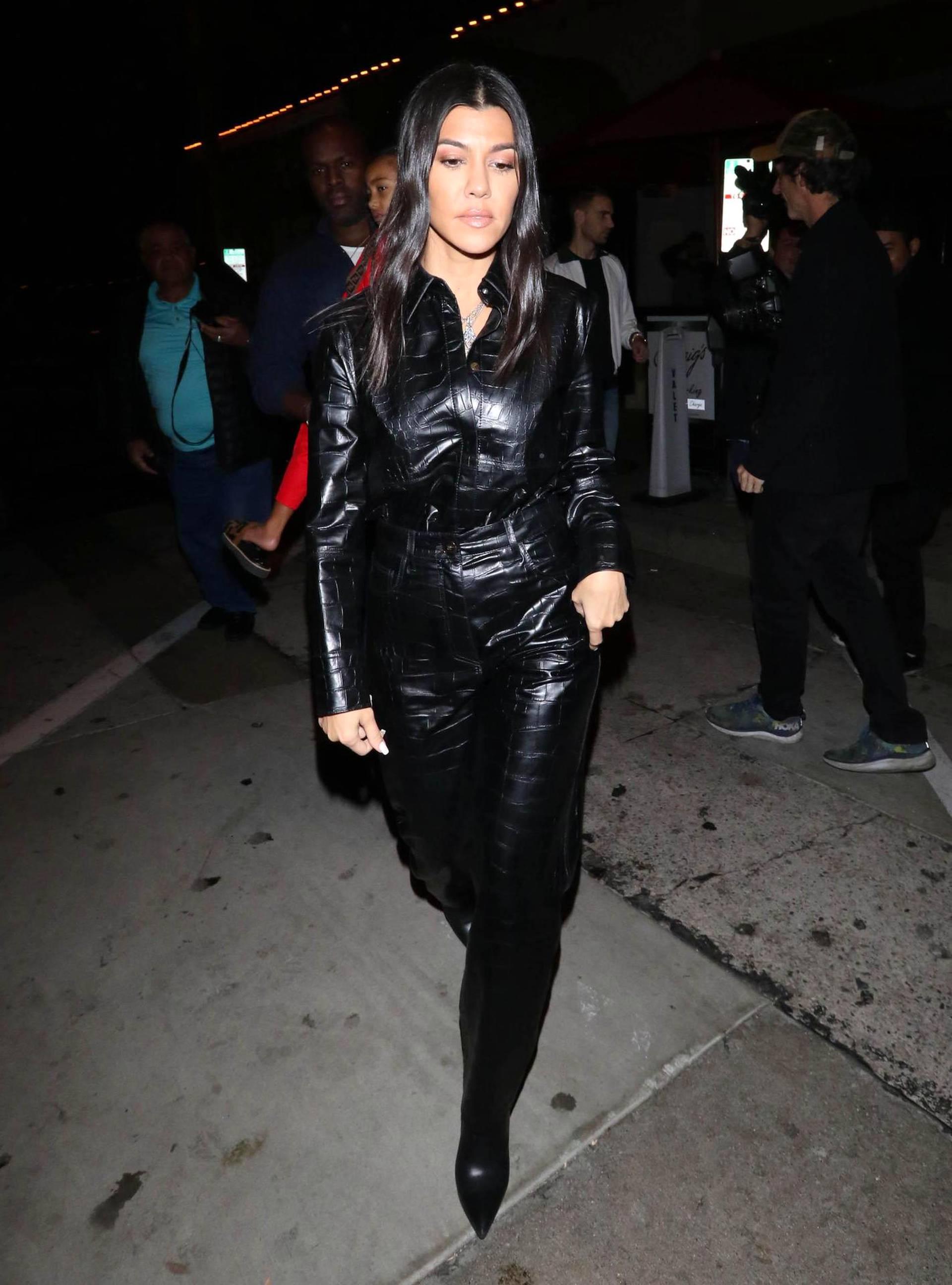 Kourtney Kardashian ei tyytynyt pelkkiin nahkaisiin housuihin.
