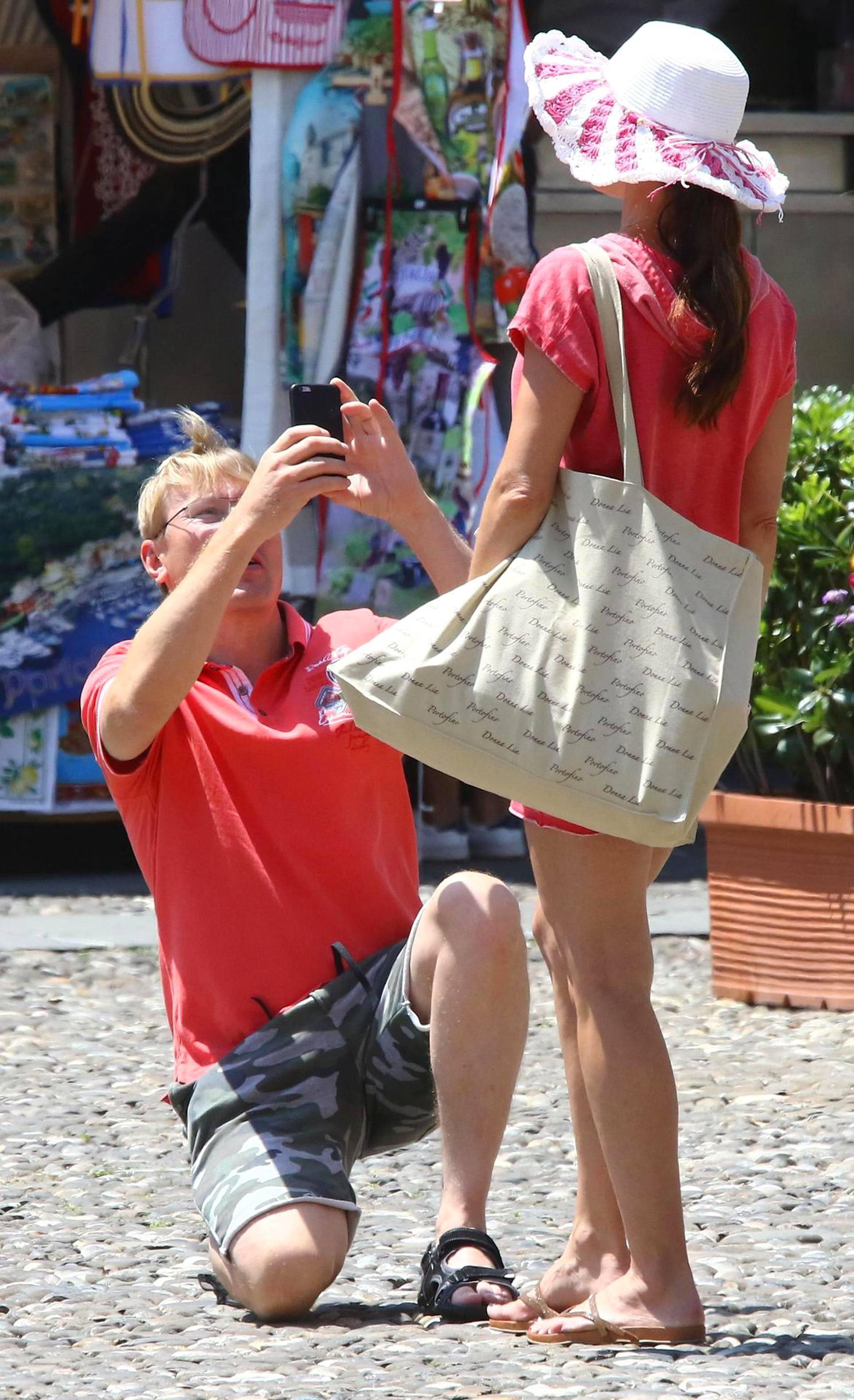Hoplaa! Häkkinen räpsi kännykkäkamerallaan kuvia Marketasta.
