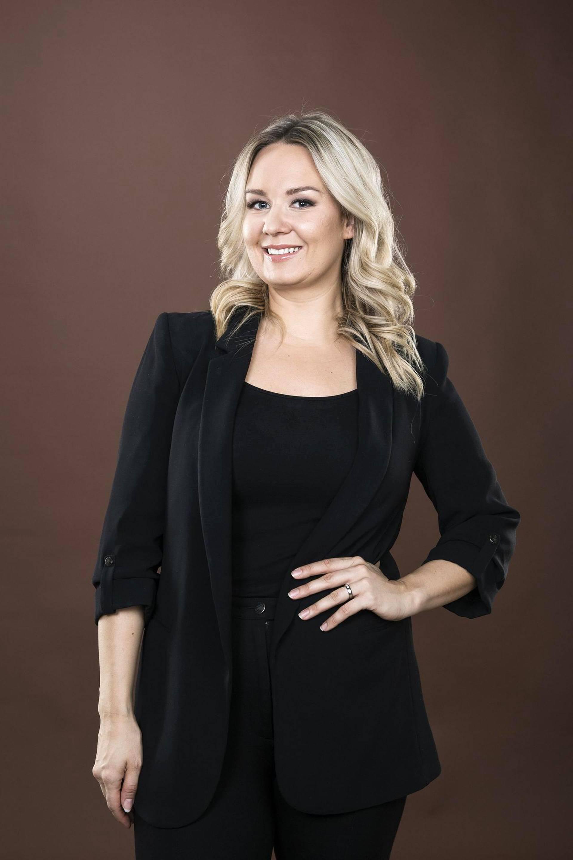 Anni Vallius luotsaa Wellnessmalli-kilpailua.