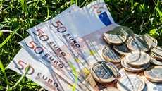 Kiinnitä huomiota etenkin korkoihin ja kuluihin, joita maksat lainoista. Erilaisia kuluja voi olla yllättävän suuri osa kuukausittaisista maksueristä.