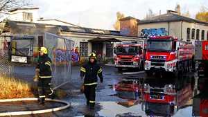 Poliisi epäilee tapettitehtaan paloa tahallaan sytytetyksi