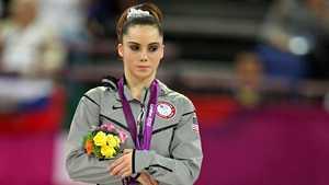 Hirviölääkärin uhriksi joutuneen olympiavoittajan epäillyt alastonkuvat pompahtivat esille Pohjois-Savon käräjäoikeudessa