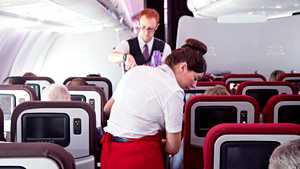 Tätä ovelaa kikkaa lentohenkilökunta käyttää, kun he eivät halua jutella kanssasi