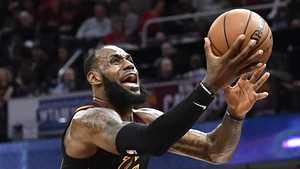 Supertähti LeBron James nousi NBA-legenda Larry Birdin lukuihin