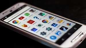Kolmessa neljästä Android-puhelimesta vaarallinen aukko: Hakkeri voi kaapata kuvaa ja ääntä
