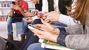 IDC: Suomen matkapuhelinkaupassa tapahtui viime vuonna erikoinen ilmiö
