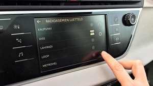 Kohdennettua äänimainonta tulossa myös autoihin – näin se toimii