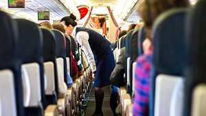 Vaimo juonitteli lentäjän kanssa aviomiehen selän takana – raskausuutinen paljastui kesken lennon