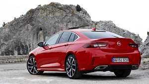 IS tutustui Opelin lippulaivan sporttiversioon: Nyt perheenisä voi kuvitella itsestään liikoja