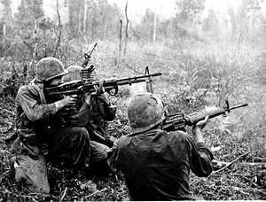 """""""Vietnam vaikutti ratkaisevasti maailmankuvaani"""" – ensimmäinen tv-sota tuli lähelle Suomessakin"""