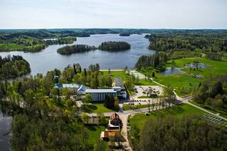 Pühajärve Spa & Lomakeskus tarjoaa terveys- ja hyvinvointipalveluita.
