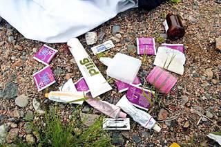 Tulipalon jälkeen  hotellin pihalta löytyi  mm. liukuvoiteita  ja kondomeja.