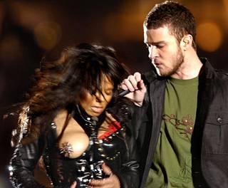 Janet Jackson oli ehtinyt esittää vain kaksi kappaletta ennen kohtalokasta vaatemokaa.
