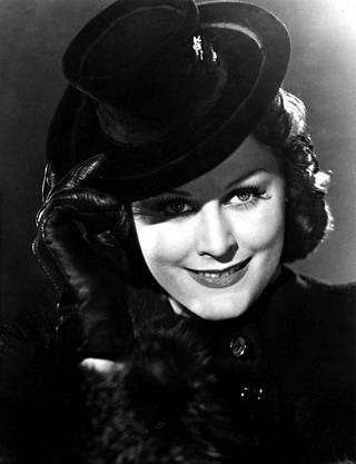 Marika Rökk ehti uransa aikana näytellä lähes 40 elokuvassa. Hän kuoli 90-vuotiaana Itävallassa vuonna 2004.