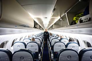 Lentoyhtiöt kouluttavat henkilökuntaa itse.