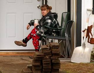 Tonya Harding kuvattiin hiljattain tupakoimassa vuokratalonsa edustalla Washingtonin osavaltiossa.