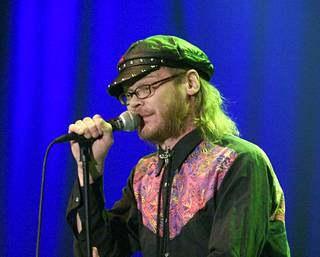 Pekka Myllykoski esiintyi Pop-Finlandia konsertissa joulukuussa 2001.