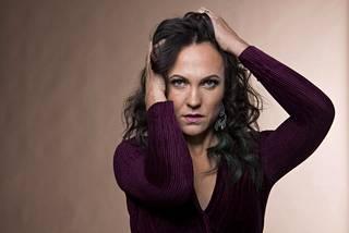 Uuden alussa  Mira Luoti on julkaissut ensimmäisen levynsä PMMP:n jälkeen.