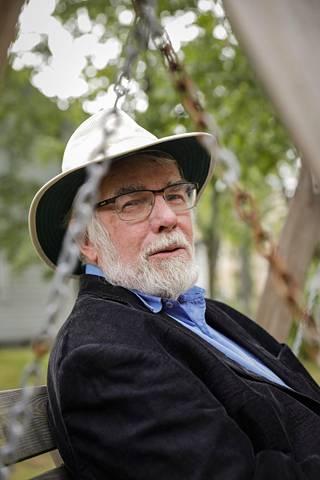 Eläköitynyt työmarkkinaneuvos ja nykyinen tietokirjailija Pekka Peltola.