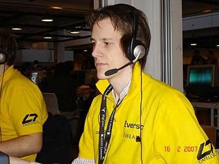 Juha Tolonen pelaamassa Counter-Strikeä vuonna 2007.