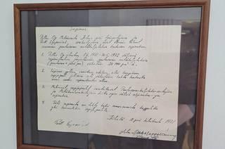 Pertti Szepaniakin ensimmäinen haketustyö oli Pellos Oy:n työmaalla vuonna 1971. Tämä kehystetty sopimus kertoo yrityksen alkutaipaleesta.