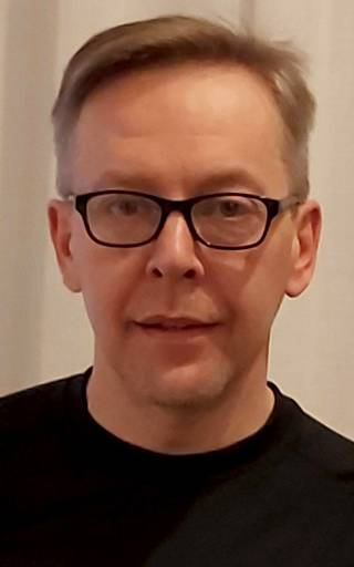 Ilkka Käsmä sanoo, että mahdollisesti vielä maanantain aikana selviää, onko Jyväskylän joukkotartuntojen taustalla virusmuunnosta.