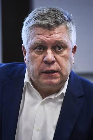 Tullin valvontajohtaja Hannu Sinkkonen sanoo, että ainakin toistaiseksi pimeiden asemarkkinoiden suurempi ongelma on muualla kuin tulostetuissa aseen osissa.