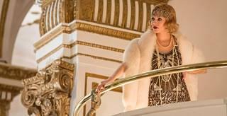 Live by Night sijoittuu kieltolain aikaan 1920- ja 1930-luvulle. Sienna Miller näyttelee gangsteripomon heilaa, johon Ben Affleckin näyttelemä pikkurikollinen rakastuu.