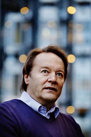 Taloustieteen professori Matti Tuomala arvioi, että rikkaita suosiva talouspolitiikka alkoi näkyä 1990-luvulle tultaessa.
