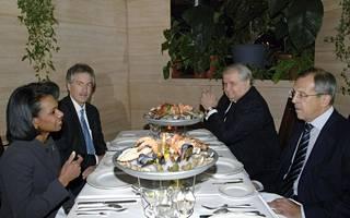 Kisljak keskusteluissa Condoleezza Ricen ja Serhgei Lavrovin kanssa vuonna 2007.