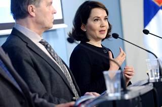 Opetus- ja kulttuuriministeri Sanni Grahn-Laasonen (kok) kommentoi Pisa 2015 -tutkimuksen tuloksia tiedotustilaisuudessa 5.12.2016.
