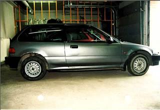 Salomaa nähtiin lähtevän talon pihasta vuoden 1988 harmaalla Honda Civicillä.
