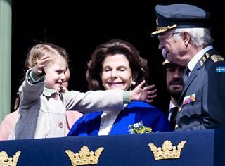 Estelle lähestyi kuningas Kaarle Kustaata halauksen toivossa.